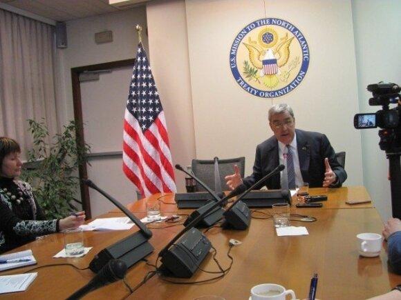 Посол США в НАТО: если Балтия чувствует опасность, мы придем на помощь