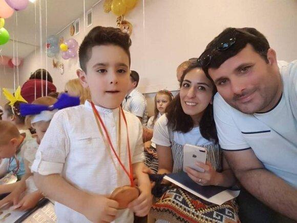 Азад Хасанов и Тарана Маммадова с сыном