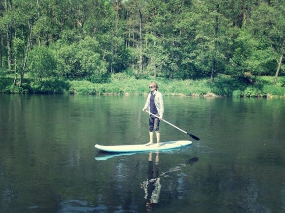 Į Lietuvą atkeliavusi nauja vandens sporto šaka - išsigelbėjimas dirbantiems sėdimą darbą