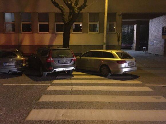 """Lietuvių """"parkingo"""" ypatumai: skersai, išilgai – svarbiausia, kad tilptų patys"""