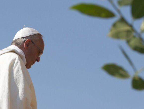 Popiežiui atvykus į Pietų Korėją, Šiaurės Korėja paleido raketas