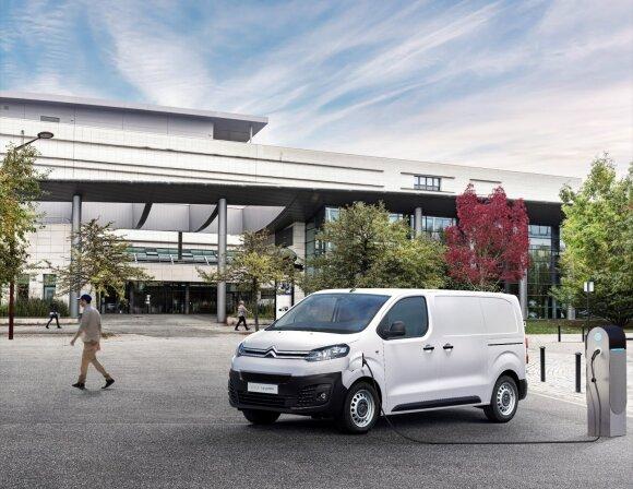 Elektromobiliai vis dažniau papildo įmonių autoparkus