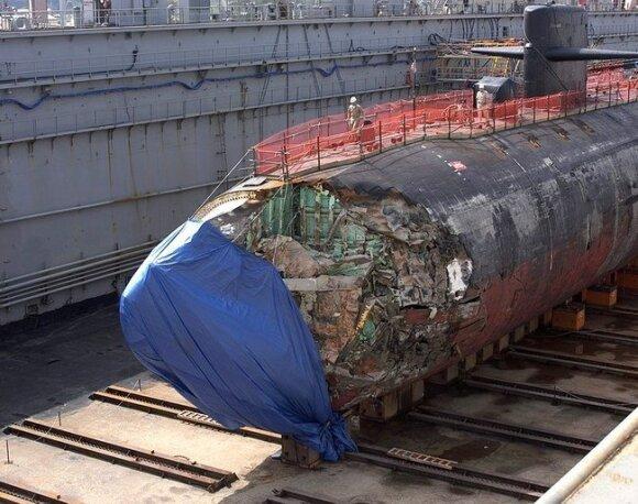 Sausajame doke matomi susidūrimo metu padaryti pažeidimai