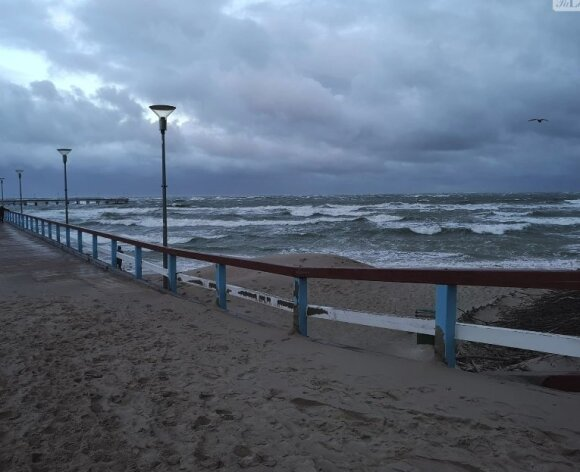 Palangą talžo uraganinis vėjas
