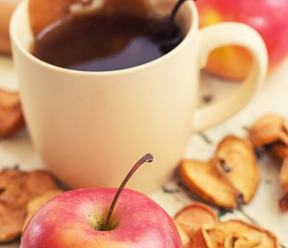 Obuolių arbatos galios: apsaugo nuo širdies ligų, peršalimo, stiprina imunitetą ir spartina medžiagų apykaitą