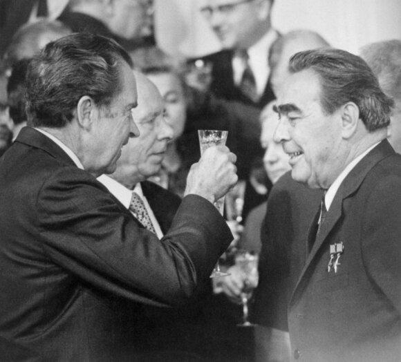 R.Nixonas (kairėje) ir L.Brežnevas