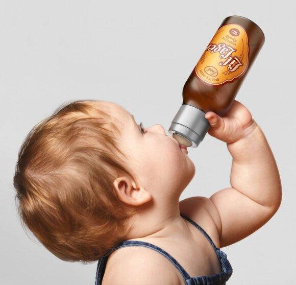 Sukurti buteliukai kūdikiams, kurie primena alų