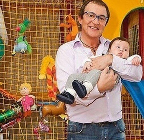 Дибров впервые показал своего младшего сына