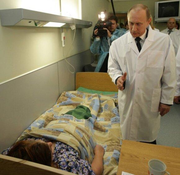 Vladimiras Putinas lanko Maskvos metro sprogdinimų aukas ligoninėje