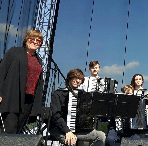 Marytė Markevičienė su mokiniais
