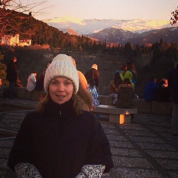 Альбина Джанабаева показала себя без макияжа