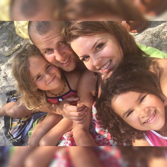 Jordanas Poškaitis su dukromis