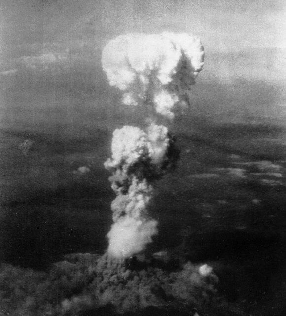 Branduolinis grybas virš Hirošimos.