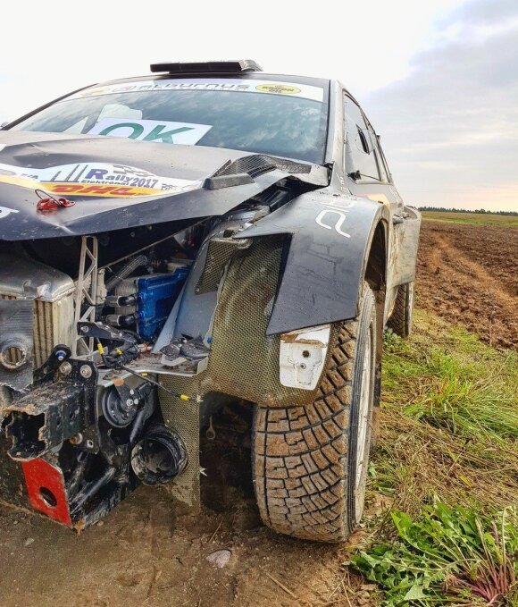B. Vanago automobilis po avarijos