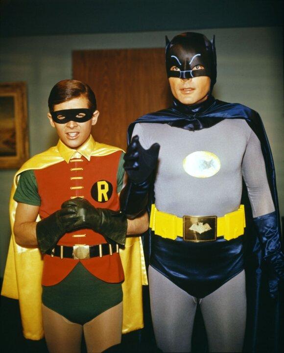 Burtas Wardas Robino vaidmenyje (kairėje)