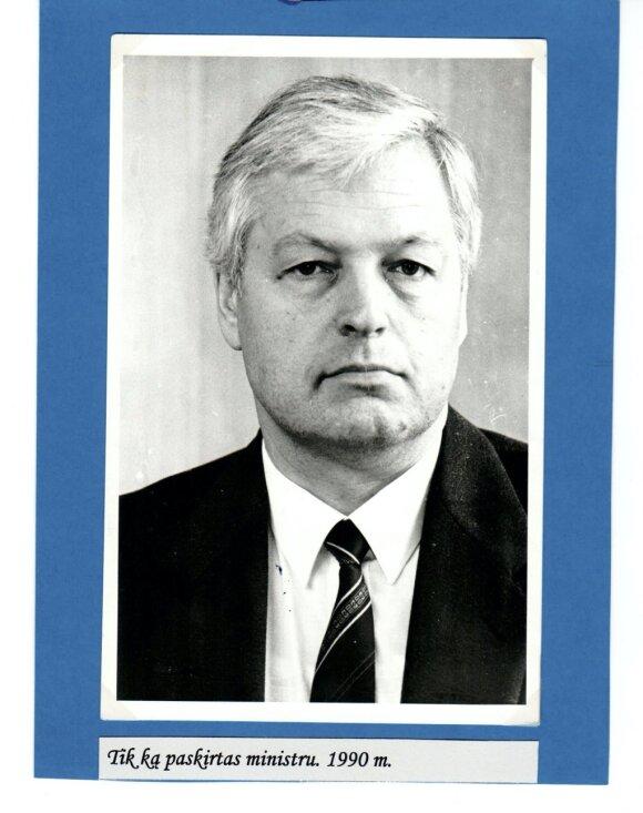 L. Ašmantas LR Seime 1990 kovo 26 d. tik ką patvirtintas energetikos ministru