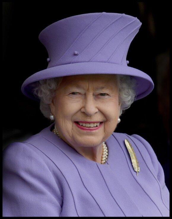 """Istorinis įvykis: pirmajam savo """"Instagram"""" įrašui karalienė Elžbieta II pasirinko svarbią žinutę"""