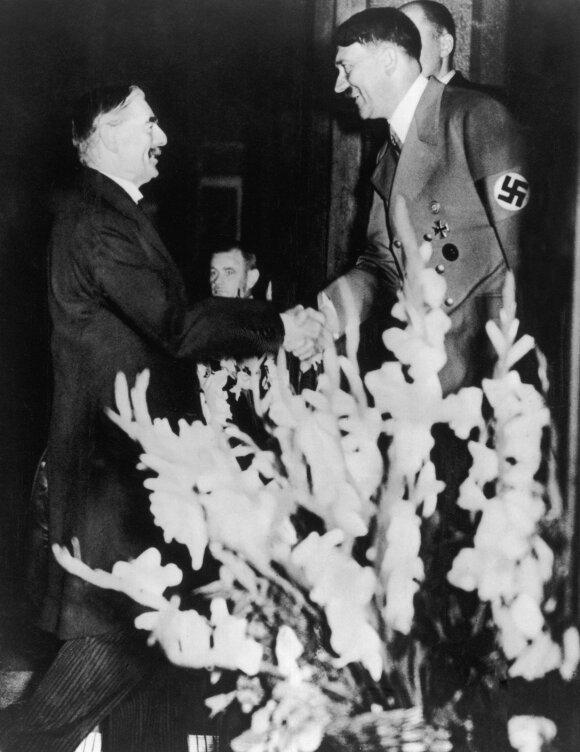 Neville'is Chamberlainas ir Adolfas Hitleris