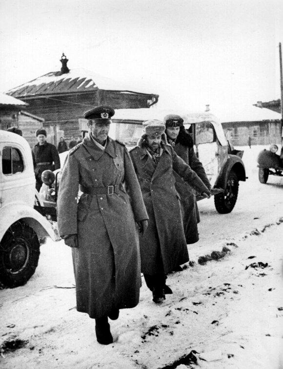 Į nelaisvę pasidavęs feldmaršalas Frydrichas Paulius ir jo štabo karininkai. 1943 m. sausio 31 d.