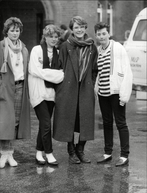 1986 metai - Olga (centre) su draugėmis