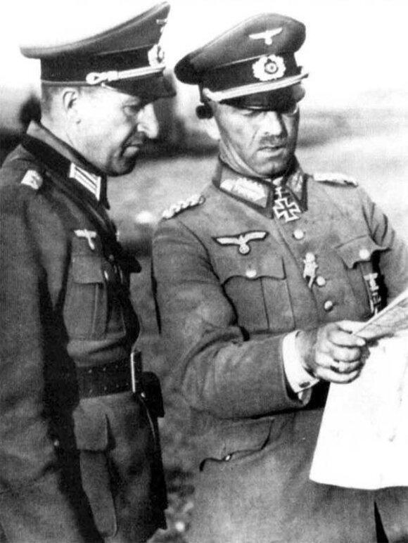Generolas Erchardas Rausas (nuotraukoje kairėje)