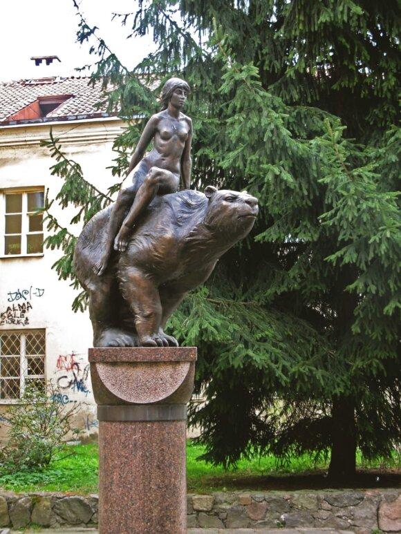 """Skulptūra """"Medeinė"""" // """"Neakivaizdinis Vilnius"""" nuotr."""