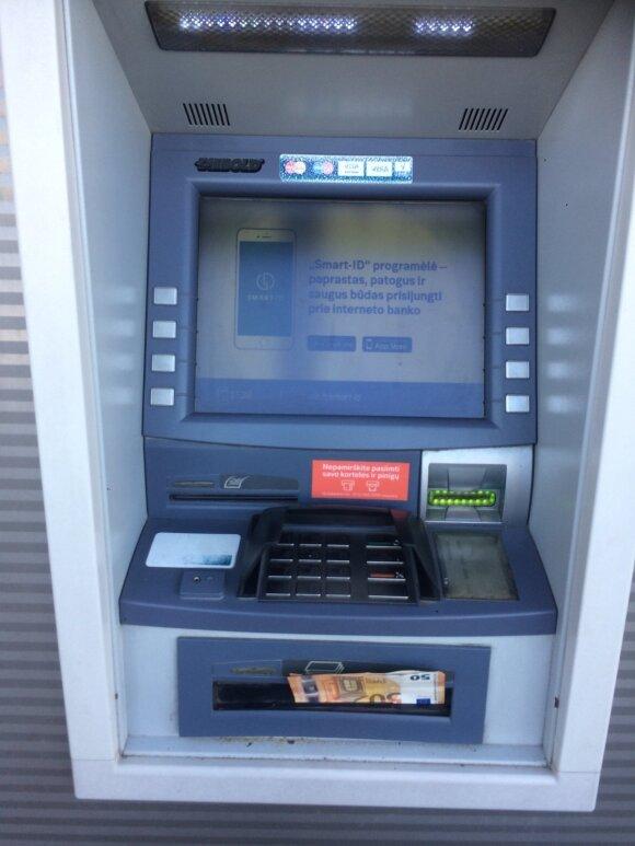 Incidentas prie bankomato sukėlė klausimą: ar paprastas žmogus – niekas?