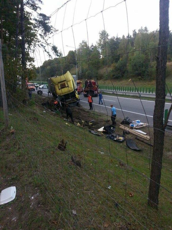 Vilkiko avarija kelyje Kaunas-Vilnius. L. Drobelio nuotr.