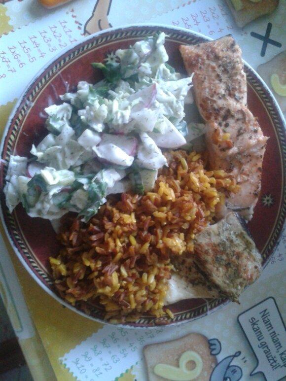 Lašiša su ryžiais ir salotomis