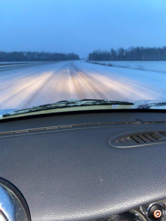 """vairuotojai piktinasi """"Via Baltica"""" kelio būkle"""