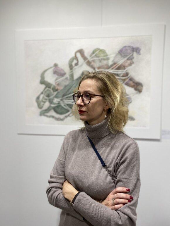 Eva Bakienė prie Z. Kružkovos darbo