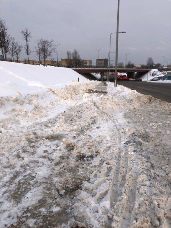 Sniego barikados