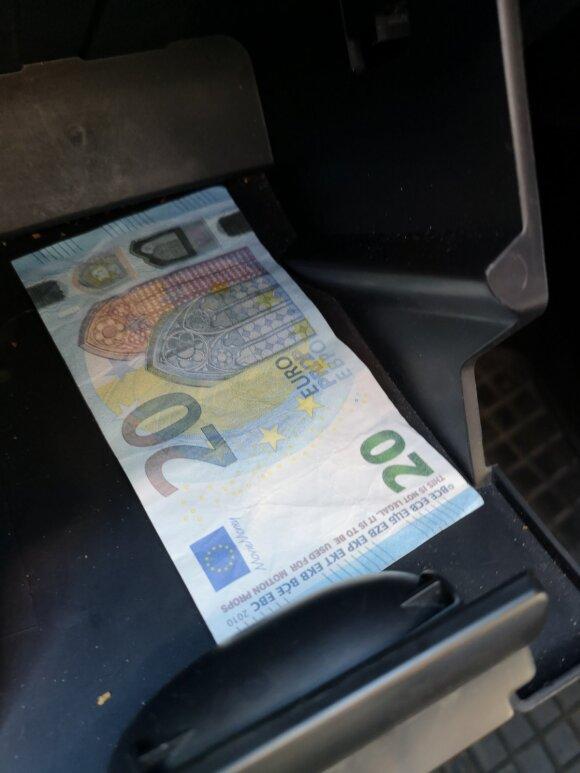 Kvailumas neturi ribų: jaunuoliai iš Pakruojo leido į apyvartą žaislinius eurus