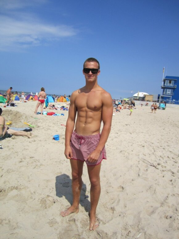 Пляжный стиль Паланги: парни предпочитают известные марки