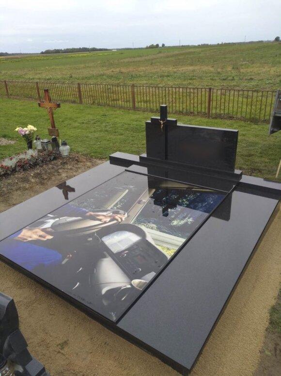 Kapinėse – išskirtiniai vaizdai: antkapių mada, kuri nepalieka abejingų