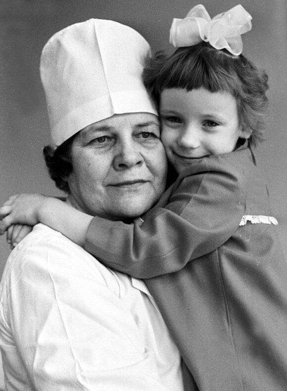Rasa Prascevičiūtė Nemenčinės vaikų ligoninėje su gydytoja Regina Saruliene 1985-aisiais metais