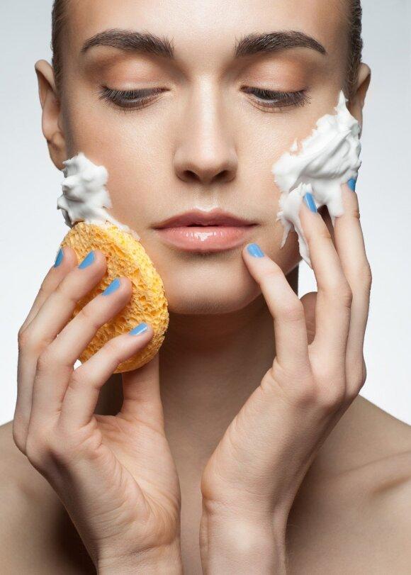 Kartokite kaip mantrą: patarimai, kaip prižiūrėti riebią ir mišrią veido odą