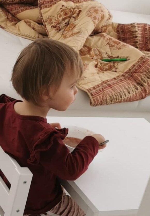 Birutė Navickaitė parodė, kaip padailino tėčio neva sugadintą šukuoseną