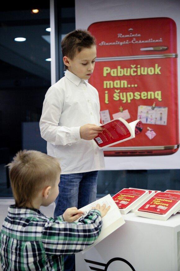 Knygą parašiusi 3 vaikų mama atskleidžia savo požiūrį į supermamas, deimantus ir Dievo humoro jausmą