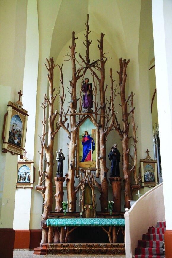 Mediniai altoriai Girdiškės bažnyčioje