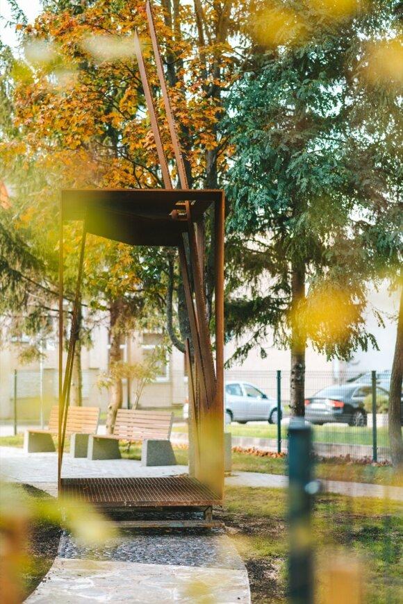 Roberto Antinio skulptūra Pasitikimo ženklas projekte Šilo namai Kaune