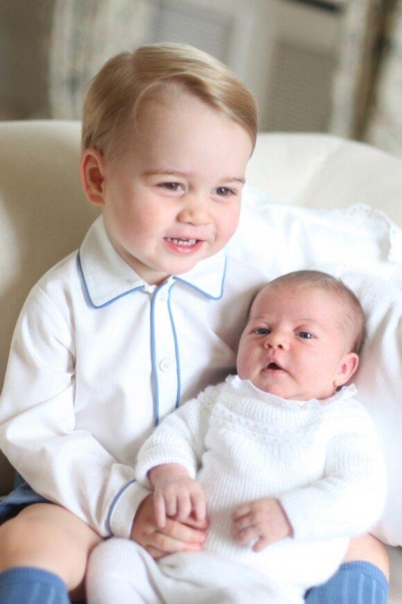 """Parodė naujausias princesės Charlotte nuotraukas <sup style=""""color: #ff0000;"""">(FOTO)</sup>"""