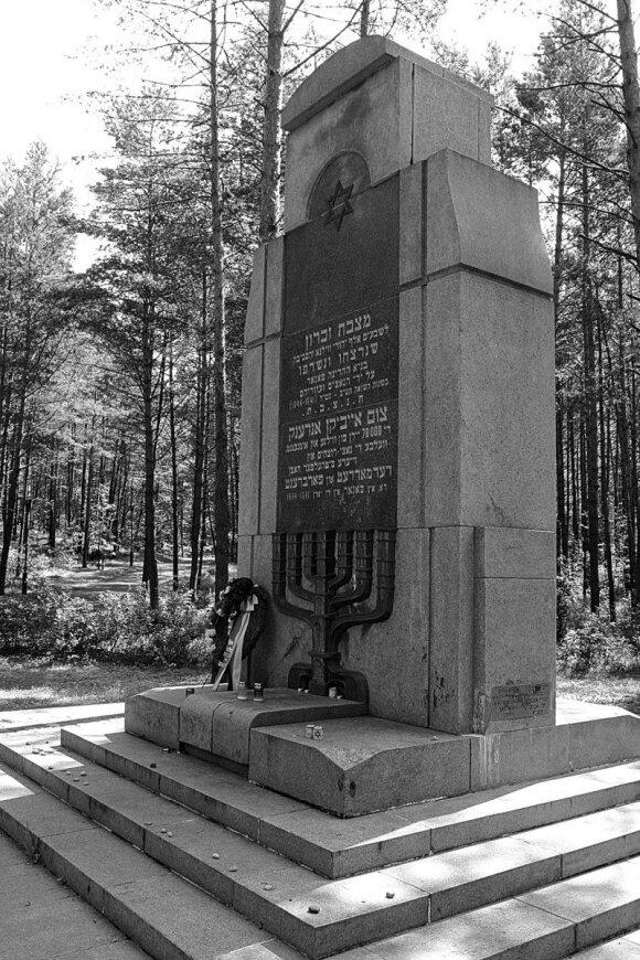 Vienas iš Panerių memorialinių paminklų. Antrojo pasaulinio karo metais čia nužudyta apie 100 tūkst. įvairių tautybių žmonių, daugiausia žydų.