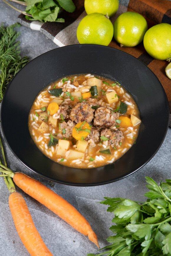 Meksikietiška sriuba su ryžiais, mėta ir jautienos kukuliais