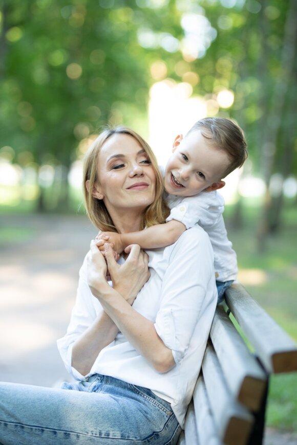 Eglė Juzumas su sūnumi