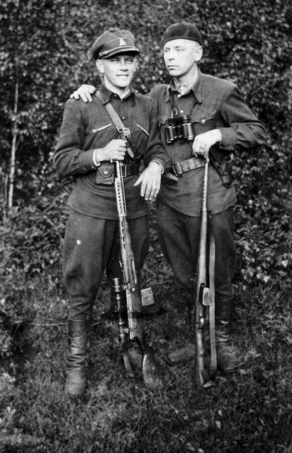 Bronius Kalytis-Siaubas, vėliau -MGB agentasRamojus ir Mykolas Urbonas-Liepa