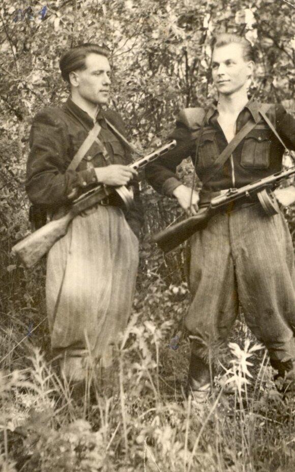 Juozapas Streikus-Stumbras (dešinėje)