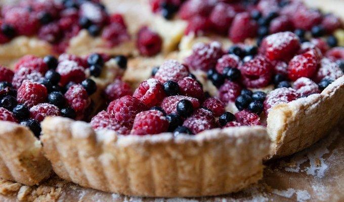 Labai greitai pagaminamas pyragas su uogomis