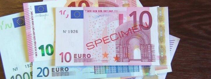 Trys požymiai pagal kuriuos atskirsite, kad euras yra padirbtas
