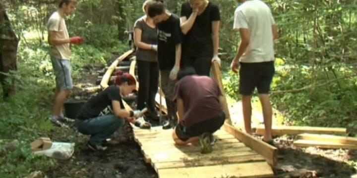 Atvykėliai iš užsienio prisideda prie Tytuvėnų regioninio parko gražinimo
